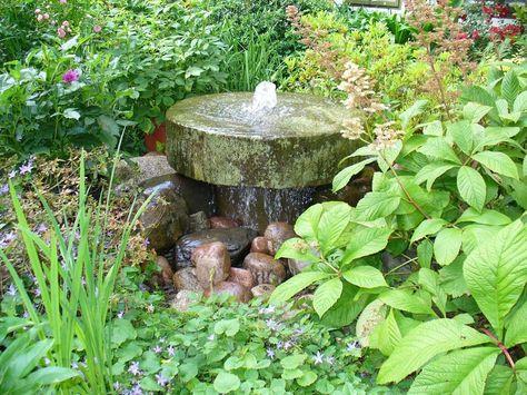 Gartenbrunnen aus Stein selber machen Wasser im Garten Pinterest - brunnen garten stein