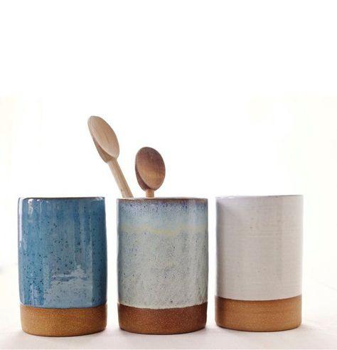 Photo of Ähnliche Artikel wie Handgemachte Keramik-Kanister für Geschirr, Blumen, etc.. auf Etsy