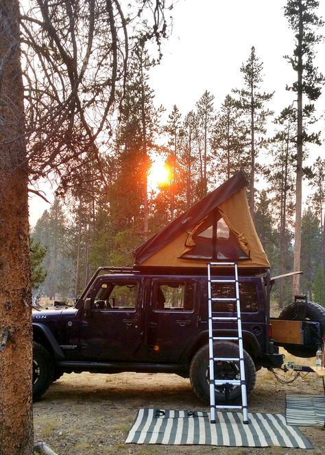 Become A Camping Expert: Tips For The Outdoor Enthusiast Jeep Camping, Jeep Wrangler Camping, Camping Life, Van Camping, Group Camping, Camping Trailers, Wolkswagen Van, Life Hacks, Kombi Home