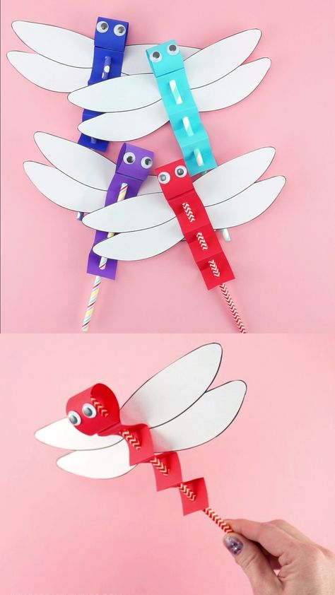 Dragonfly Craft Template -Easy Paper Craft for Kids! Kids of all ages will have blast using our dragonfly craft template to make these easy paper dragonfly puppets. Easy insect craft for preschoolers. #iheartcraftythings