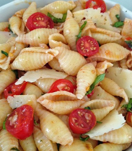 Seashell pasta salad with basil, tomatoes, and garlic. Super simple and delicious. - Bunco food