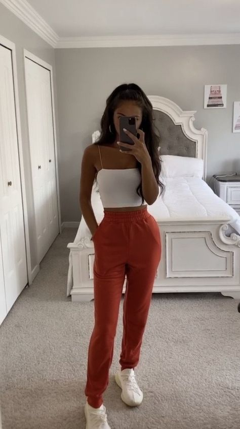 Cute Lazy Outfits, Trendy Fall Outfits, Teen Fashion Outfits, Mode Outfits, Girly Outfits, Pretty Outfits, Stylish Outfits, Cute Outfits With Sweatpants, Trendy Teen Fashion