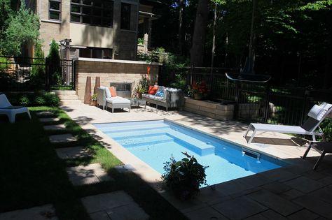 Aménagement paysager autour du0027une piscine creusée avec un trottoir - amenagement autour d une piscine