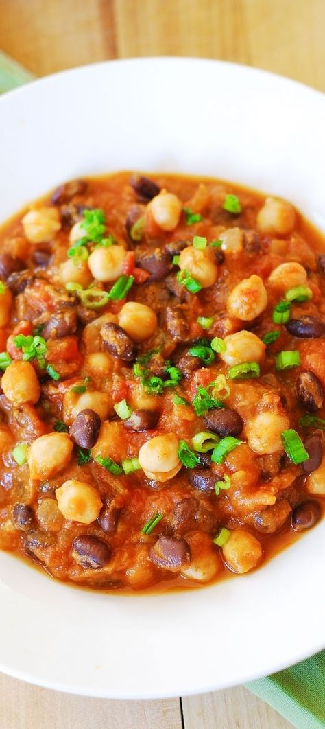 Pumpkin chili with black beans and garbanzo beans. Yummy and healthy: gluten-free low carb low fat vegetarian. Healthy full of antioxidants