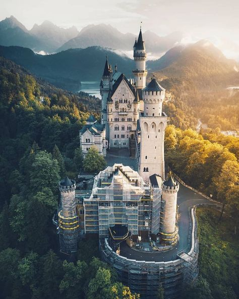 present P H O T O | @_marcelsiebert  L O C A T I O N | Neuschwanstein Castle, Schwangau 🇩🇪 Germany Id tag #igeuropa__marcelsiebert  T A G |…