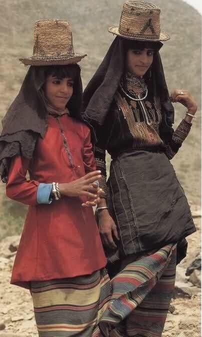 م ح م د تهامة قحطان Tuhamah Southern Arabia In 2021 Traditional Outfits Fashion Clothes