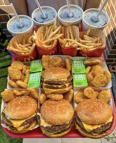 Image uploaded by Find images and videos about pretty, food and friends on We Heart It - the app to get lost in what you love. I Love Food, Good Food, Yummy Food, Kentucky Fried Chicken, Comida Picnic, Sleepover Food, Fun Sleepover Ideas, Junk Food Snacks, Healthy Junk Food
