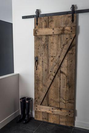 Hall d\u0027entrée avec garde-robe de type walk-in et porte coulissante - creer une porte coulissante