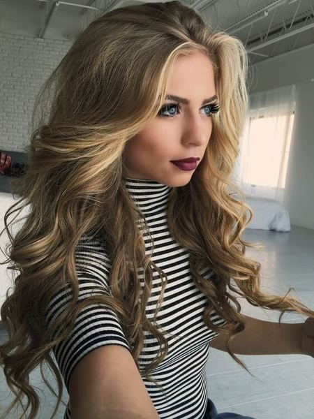 This Hairstyle Is Ready For Some Night Out Voluminous And Very Wavy This Look Will Attract Many People To Turn Their Frisyrer Coola Frisyrer Har Och Skonhet
