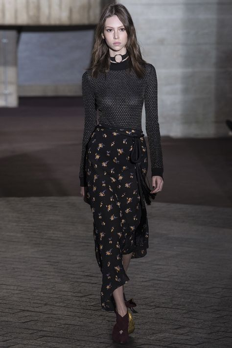 http://www.vogue.com/fashion-shows/fall-2017-ready-to-wear/roland-mouret/slideshow/collection