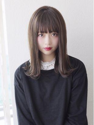 アフロート岡崎シースルー前髪ぱっつん外ハネミディアムの髪型 前髪