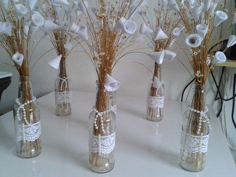 Garrafinha decorada com renda