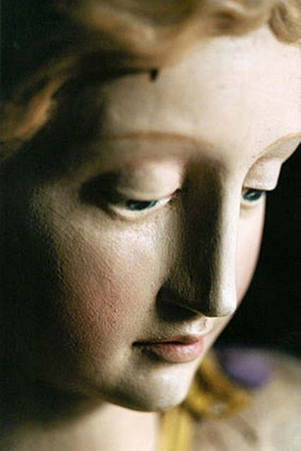 Face of the madonna Madonna, Religious Icons, Religious Art, Queen Of Heaven, Blessed Mother, Mother Mary, Sacred Art, Our Lady, Sculpture Art