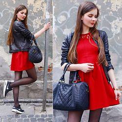 Czerwona Sukienka Czarna Kurtka Ze Skory Czarne Rajstopy I Sportowe Buty Fashion Blogger Outfit Red Dress Fashion Dresses Casual