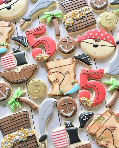 Create a variety of pirate themed sugar cookies and biscuits for children (and adults) of all ages to enjoy at your pirate themed party. Pirates, treasure chests, pirates treasure, treasure maps and swords means there will be plenty for everyone. Pirate Birthday Cake, Pirate Cupcake, First Birthday Party Themes, Birthday Cookies, Boy Birthday Parties, 5th Birthday, Birthday Ideas, Birthday Gifts, Decoration Pirate