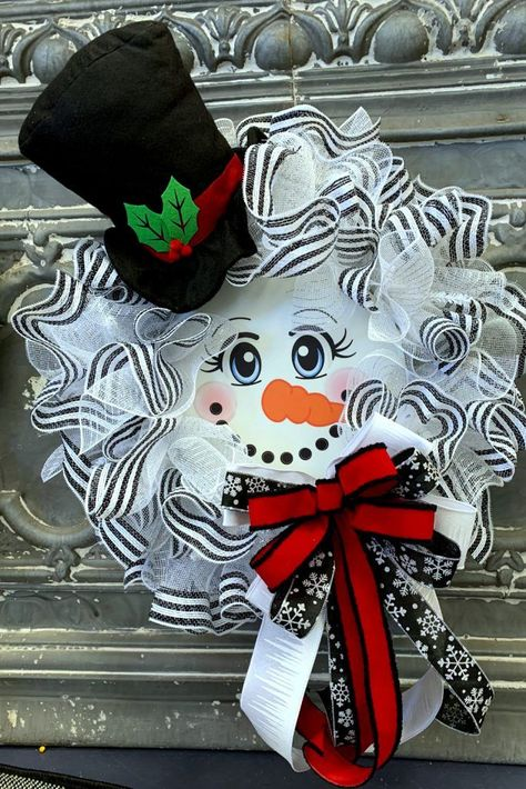 Snowman with Top Hat Wreath Tutorial The snowman with top hat wreath was a simple wreath to make using a basic ruffle technique. The finished wreath Christmas Mesh Wreaths, Christmas Crafts, Christmas Christmas, Xmas Crafts To Sell, Winter Wreaths, Spring Wreaths, Father Christmas, Summer Wreath, Christmas Stockings