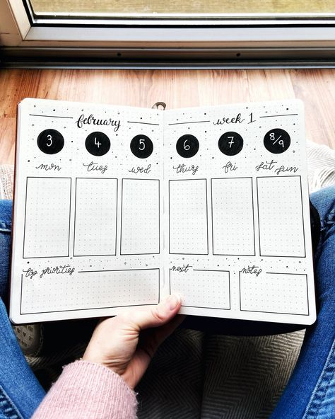 I love creating bullet journal spreads and hand lettering art, to turn any blank notebook into a customised beautiful and practical planner. How To Bullet Journal, Bullet Journal Writing, Bullet Journal Aesthetic, Bullet Journal Ideas Pages, Bullet Journal Spread, Bullet Journal Inspo, Book Journal, Bullet Journal Bookshelf, Journals