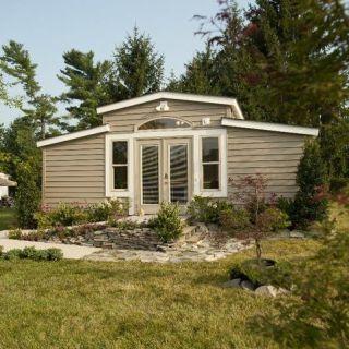 Es Ist Im Grunde Ein Pflegeheim Ein Auf Das Diese Einer Garten Granny Pods Floor Plans Small Cottages Hightechhutt In 2020 Backyard Cottage Granny Pod Backyard
