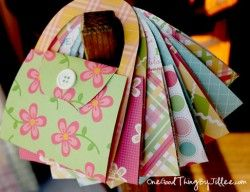 So Very Simple DIY Notecard Purses. Cute as a party invite or just to send a note!