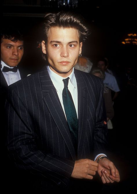Imagen de johnny depp, young, and Hot Beautiful Boys, Pretty Boys, Gorgeous Men, Beautiful People, Young Celebrities, Young Actors, Celebs, Handsome Celebrities, Young Johnny Depp