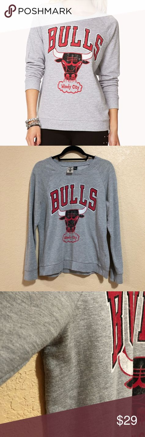 3c7e8ac66444bb Chicago Bulls Women s M Gray Sweater NBA Chicago Bulls vintage inspired  sweater. In gently used