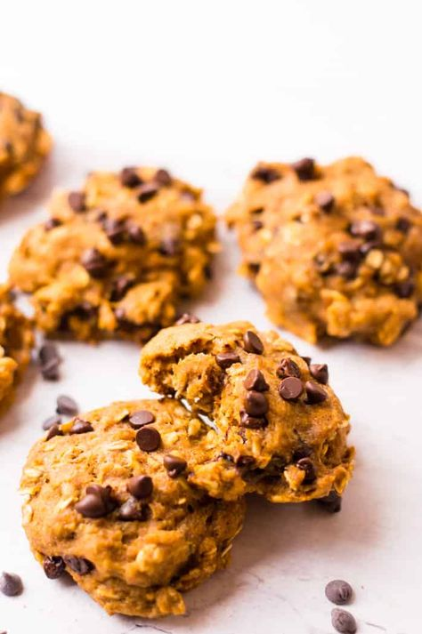 These healthy oatmeal pumpkin cookies are the perfect dessert to make for fall! Made from good-for-you ingredients, lower in added sugar than most cookie recipes, these healthy cookies are soft, chewy, full of pumpkin and warm fall flavors. #thenaturalnurturer #veggieloaded #fallrecipes #oatmealpumpkincookies #pumpkincookies #cookierecipe | thenaturalnurturer.com @naturalnurturer