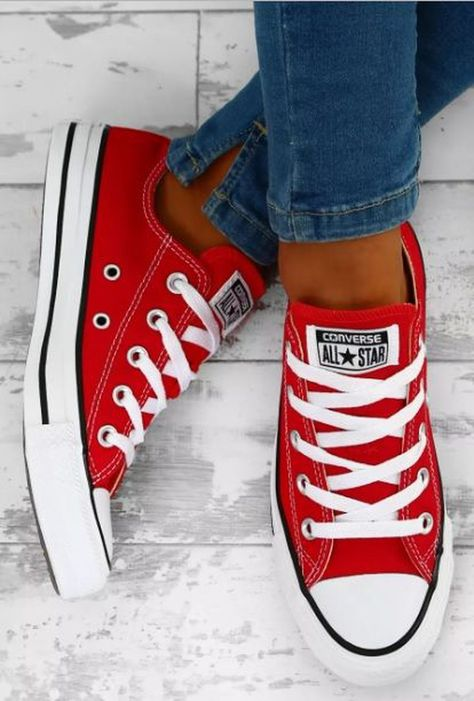 Converse All Star, Converse Chucks, Outfits With Converse, Converse Chuck Taylor All Star, Converse Trainers, Red Chucks, All Star Shoes, Red And White Converse, Custom Converse