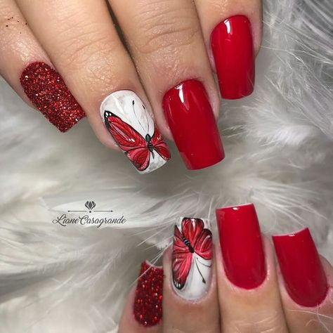 Butterfly nail art designs are loved by women because of its cute, colorful, beautiful patterns and symbolic significance, or simply because the design of butterfly nails has produced attractive effects on nails. Butterfly nail art design, sometim
