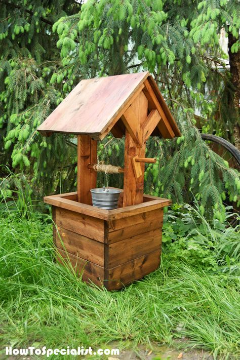 Amish Outdoor Wooden Wishing Well With Pine Roof