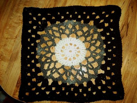"""Day 31: 12"""" Block of the Day - Lovely in Green by Dayna Audirsch  Free Pattern: http://dayna.tdgservices.com/ShowPattern.aspx?PatternID=91  #TheCrochetLounge #12inch #grannysquare Pick #crochet"""