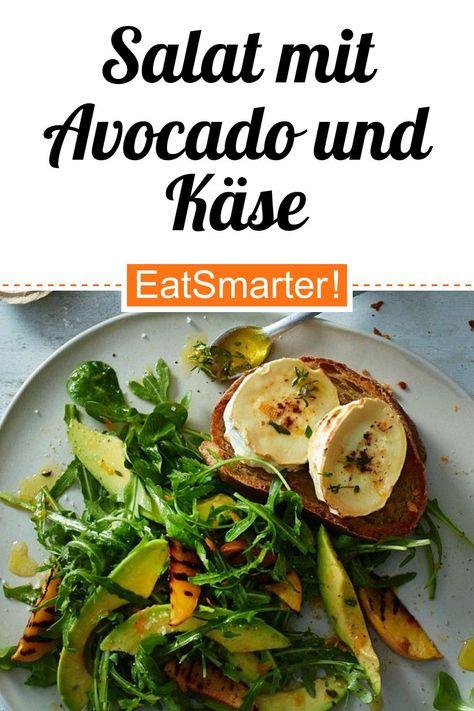 Gute-Laune-Rezept: Salat mit Avocado und Käse - 646 kcal - schnelles Rezept - einfaches Gericht - So gesund ist das Rezept: 8,8/10 | Eine Rezeptidee von EAT SMARTER | Saison, Sommer, Vegetarische Sommergerichte, Sommergerichte, Spezielles, Feierabend-Rezepte, Was koche ich heute, Familienessen, Ferienküche, für 4 Personen, Gäste, Gemüse, Fruchtgemüse, Kräuter, Obst, Salat, Salat mit Ziegenkäse, Gemüsesalat, Mittagessen, Abendessen, Hauptspeise #salatemitobst #gesunderezepte