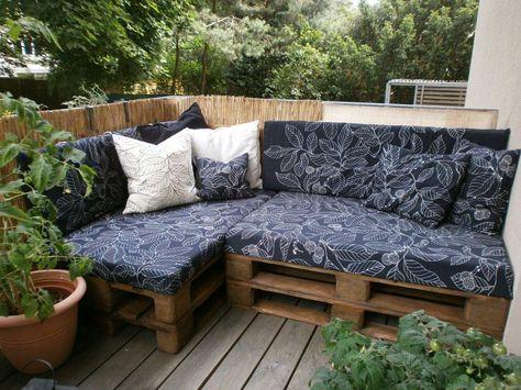Gemütliche Sitzecke aus Paletten - einfache DIY-Idee für Balkon ...
