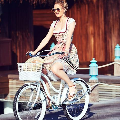 List Of Pinterest Lederhose Damen Trachtenmode Frisur Ideas