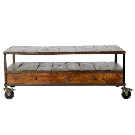 Une Table Basse A Roulettes En Fer Soude Et Vieux Plancher Tiroirs De Recup Table Basse Table Basse Roulette