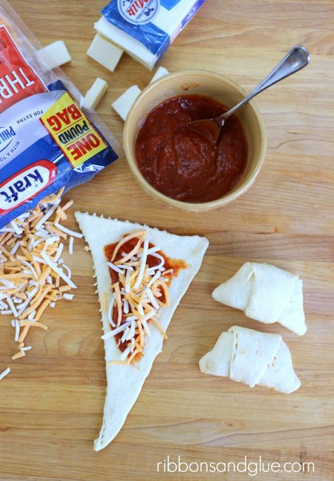 How to make Triple Cheese Pizza Croissants. Quick and easy meal the kids all love.  Totally simple and yum!