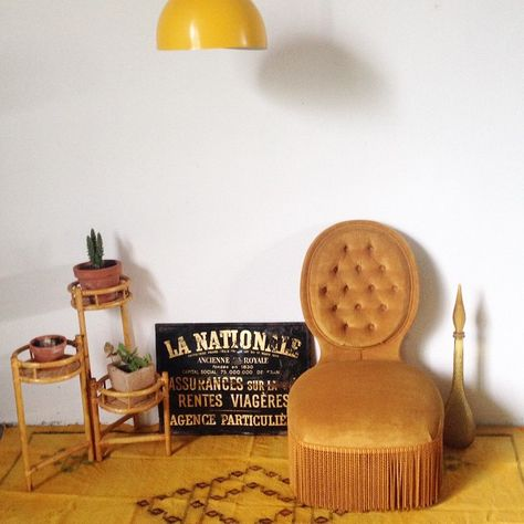 Object / Chair / living room / fauteuil crapaud / yellow