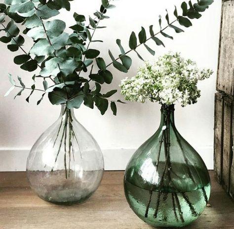 Mooie decoratie voor woonkamer , hal #mooi #decoratie #vazen #glas #groen #woonkamer #hal #tips #huis #inrichten