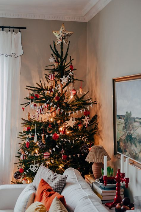 Advent & julgranen har flyttat in (Sebastian Bergström) Christmas Mood, Merry Little Christmas, Noel Christmas, All Things Christmas, Christmas Aesthetic, Xmas Decorations, Scandinavian Christmas Decorations, Merry And Bright, Christmas Inspiration