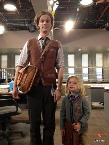 Reid and mini Reid! Matthew Gray Gubler and Mekhai Allan Andersen (AJ Cook's real life son) on the set of Criminal Minds. Dr Spencer Reid, Spencer Reid Criminal Minds, Criminal Minds Cast, Spencer Reed, Criminal Minds Funny, Matthew Gray Gubler, Matthew Grey, Thomas Gibson, Mejores Series Tv