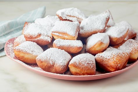 Class of the Day: Beignets 😋 Bring the flavor of a Louisiana classic to your kitchen. Vallery Lomas teaches you why the most delicious things in life are the simplest, like these fried and sugared beignets! Make them with her class on the #FoodNetworkKitchen app.