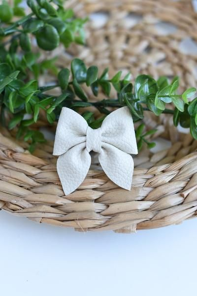 Neutral floral bow