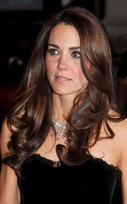 As Kate Middleton Oozes Glamour Amy Childs Shows Off Her Essex Flair Herzogin Kate Schone Frisuren Haare