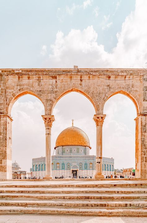 Beautiful Places To Travel, Cool Places To Visit, Jerusalem Travel, Old City Jerusalem, Israel Travel, Thinking Day, Travel Aesthetic, Dream Vacations, Romantic Vacations