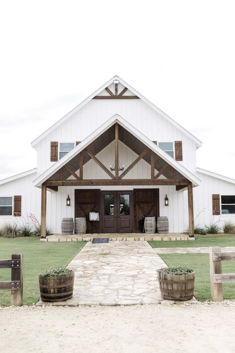 Blaithin & Marcus- Blue Pastel Derby Inspired Wedding at Five Oaks Farm – BeatBox Portraits Barn House Plans, Dream House Plans, Metal House Plans, Horse Barn Plans, Metal Building Homes, Building A House, Morton Building, Style At Home, Carport Modern