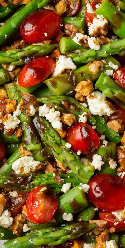 Asparagus, Tomato and Feta Salad with Balsamic Vinaigrette – Cooking Classy Spargel – Tomaten – Feta – Salat mit Balsamico – Vinaigrette Nobel kochen Asparagus Salad, Feta Salad, Asparagus Recipe, Asparagus Meals, Asparagus Side Dish, Asparagus Skillet, Goat Cheese Salad, Vegetarian Recipes, Chopped Salads