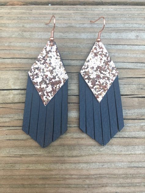 Navy Fringe Leather Earrings with chunky rose gold glitter Diy Leather Earrings, Leather Jewelry, Leather Craft, Gold Leather, Star Earrings, Diy Earrings, Custom Earrings, Diy Jewelry, Jewelery