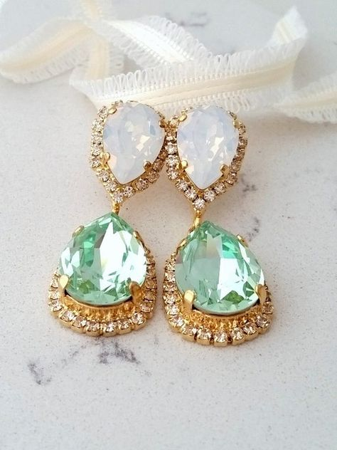 #weddings #jewelry #earrings #bridesmaidgift #bridalearrings #swarovskiearrings #chandelierearrings #statementearrings #dangleearrings #crystalearrings #bridalwedding #mintearrings #mintwhiteopal #mintwhiteearrings #dropearrings