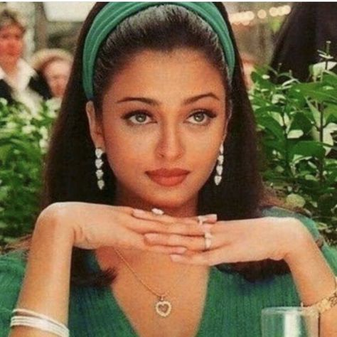 Aishwarya Rai Photo, Actress Aishwarya Rai, Indian Bollywood Actress, Aishwarya Rai Bachchan, Indian Actresses, Aishwarya Rai Young, Aishwarya Rai Makeup, Bollywood Makeup, Bollywood Fashion