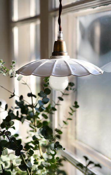 Taklampa Lampa Skomakarlampa Emalj Vit Stromshaga Vitvitarevitast Taklampa Lantlig Industriell Inredning Lampor