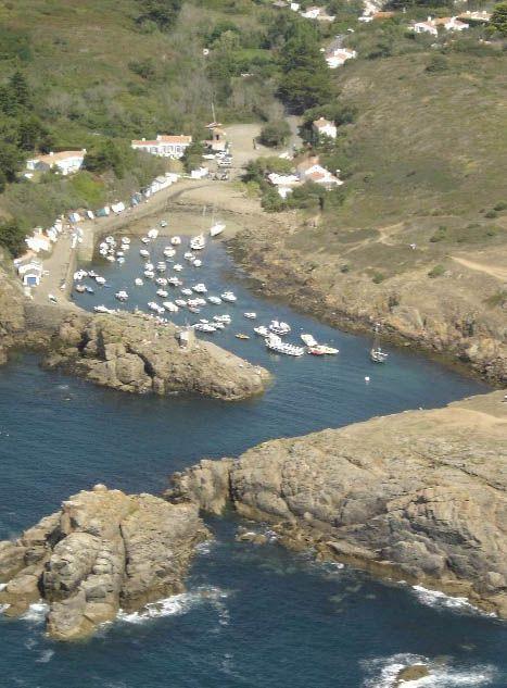 Le Petit Port De La Meule Sur L Ile D Yeu Joyau De L Atlantique A Decouvrir Sur Www Vacances De Reve Net Promo I Ile Yeu Iles Du Ponant Batz Sur Mer
